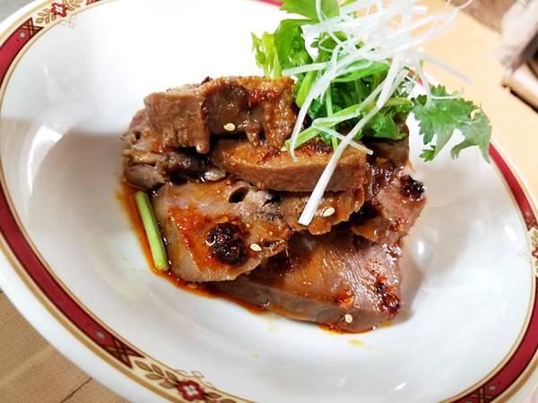 醤猪舌(豚タンの特製ルー水煮) 辣ルー水でやわらかく煮て叉焼のように仕上げてあります。