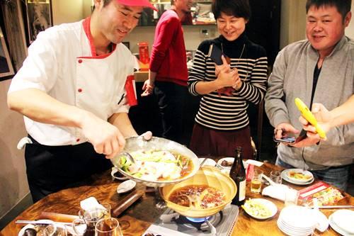 醉鶏鍋 – 紹興酒風味の漢方鶏鍋(香港料理)