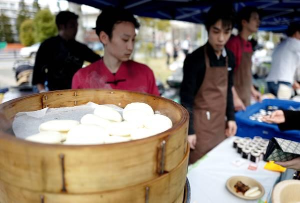 麻布長江の皮つき豚肉と芽菜トロトロ蒸しパンも即完売!