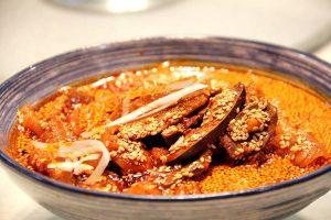 邛崃钵钵鸡(邛崃名物の鶏串料理)
