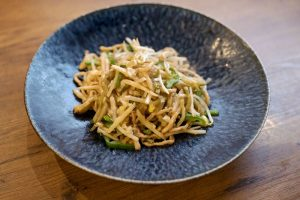搾菜肉絲(細切り豚肉とザーサイの炒め)